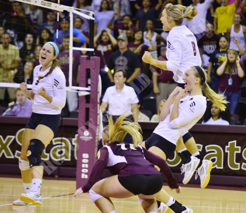 Members of the Texas State volleyball team celebrate the win over Baylor (Photo by Gerald Castillo).
