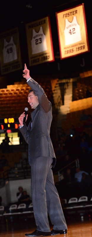 Jeff Foster flashes the 'Heart of Texas' hand sign at the crowd during the halftime ceremony (Photo by Gerald Castillo).